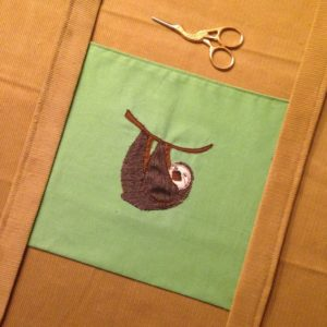 KathieKreativ näht Ruckzuck eine Tasche mit extra großem Boden aus Cord mit Faultier Applikation Stickdatei - Nähen und Sticken mit KathieKreativ.jpg