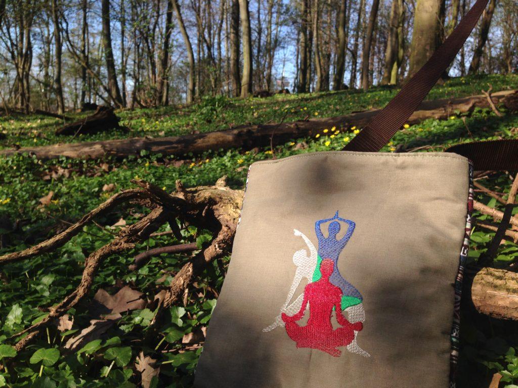 KathieKreativ s MännerTasche aus Ethno & Outdoorstoff - Stickdatei Yoga - Stickmuster von Kathie Kreativ - nähen und sticken