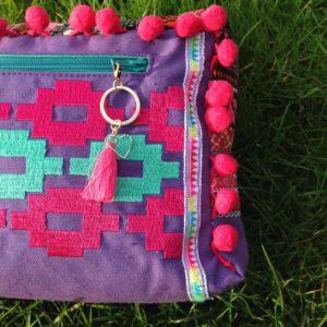 KathieKreativ näht BohoChic Hippietasche für jedes Festival geeignet - Hippie Boho Ethno Gürteltasche mit IKAT 1 Stickdatei