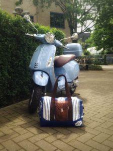 Reisetasche nähen - diesmal näht KathieKreativ eine kleine Reise für den Mann - mit selbstentworfenem Logo und schicker Aufsatztasche
