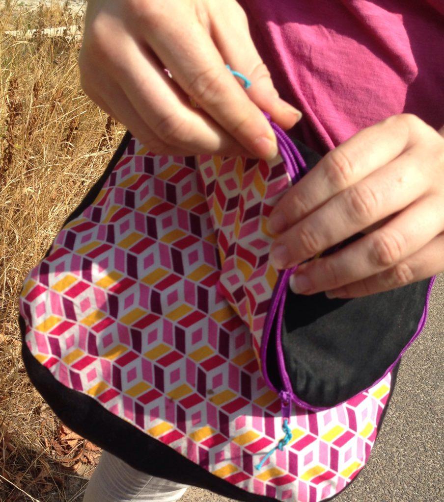 Geometric Zirkeltasche - nähen und sticken mit KathieKreativ - Taschen Schnittmuster von Farbenmix und Stoff von Pattydoo sowie Stickdatei von Bernina